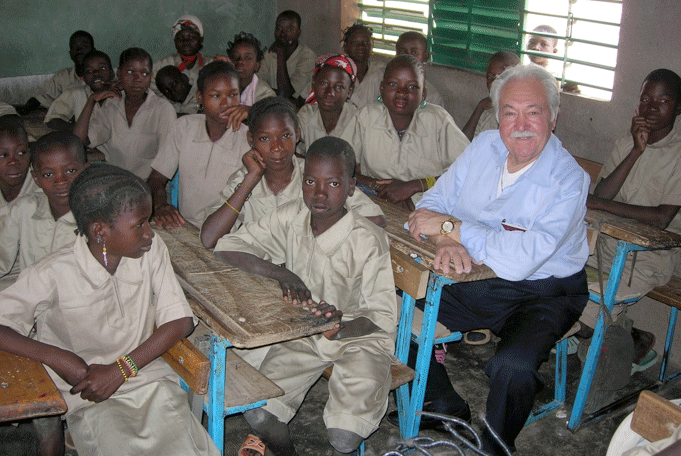 Pasquale Pistorio with sponsored elementary school students in Nibagdo