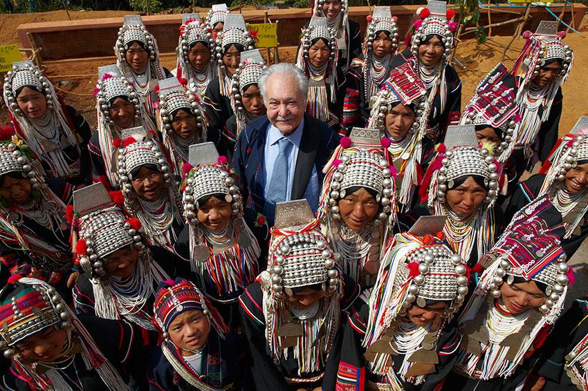 Pasquale Pistorio posing with Aka Tribeswomen. Photo Courtesy of Andrea Pistolesi
