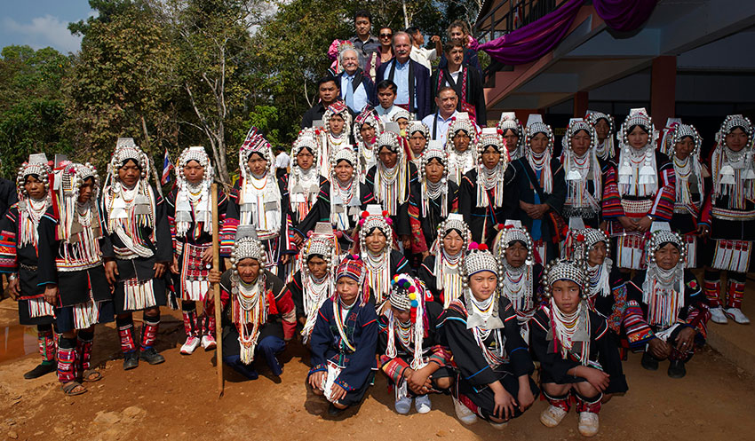 Group photo with students, teachers, and families of Ban Mhai Pattaná. Photo Courtesy of Andrea Pistolesi