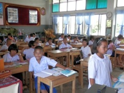 Supply 80 sets of student tables and chairs to Ban Mae Khaotom Thasut Primary School