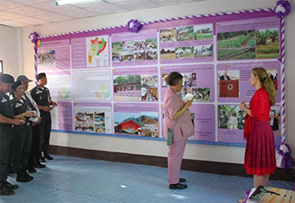 Elena Pistorio with Princess Maha Chakri Sirindhorn at Huay Kuk School